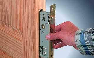 Как поменять дверной замок в квартире?