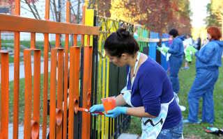 Как быстро покрасить забор из металла?