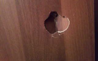 Как починить пробитую дверь межкомнатную?