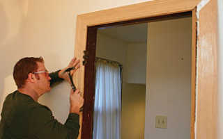 Способы крепления дверной коробки к стене