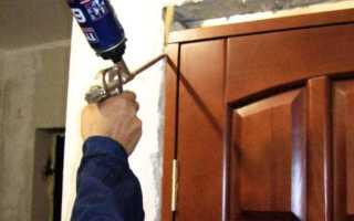 Чем смыть монтажную пену с металлической двери?