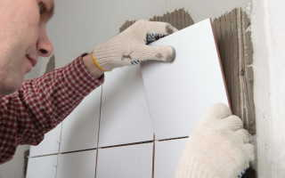 Нужно ли шпаклевать стены перед укладкой плитки?
