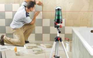 Как клеить маленькую плитку на стену?