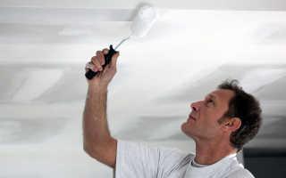 Как правильно красить потолок валиком без полос?