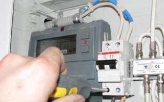 Как правильно подключить автомат сверху или снизу