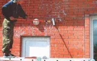 Как облагородить кирпичную стену в комнате?